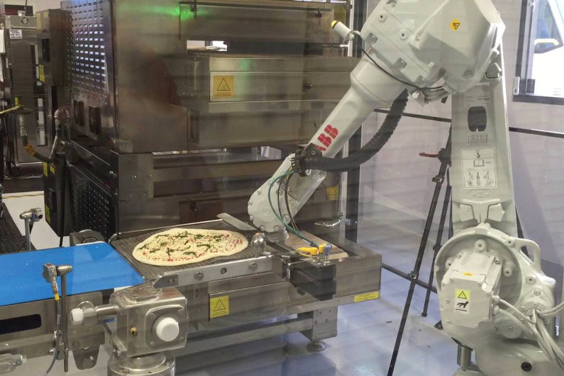 Pizza making robot