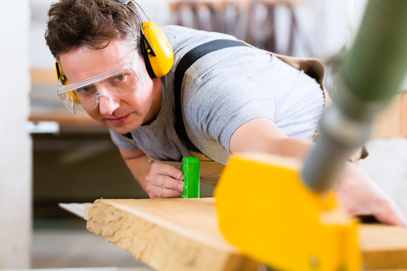 Worker wearing safety goggle
